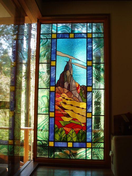 地蔵岳のステンドグラス