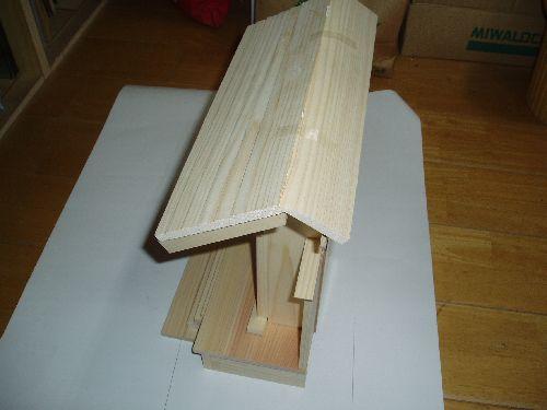 20111006-短い屋根を乗せる.jpg